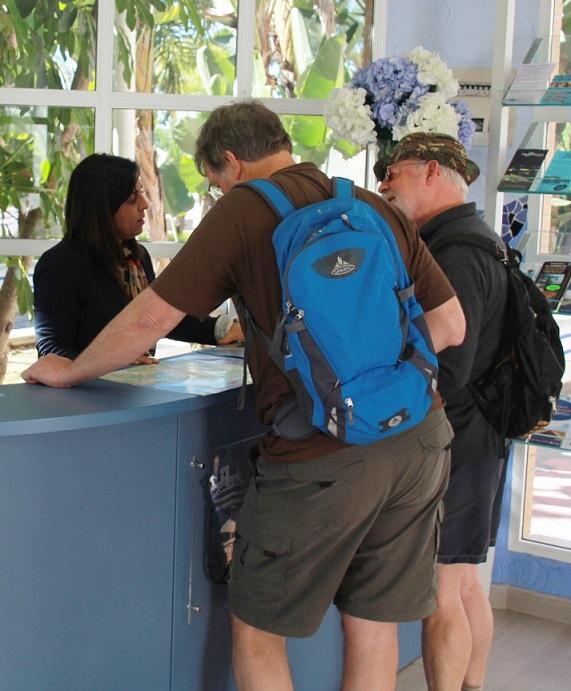 La Oficina de Turismo  sexitana del paseo del Altillo atendió a 24.000 visitantes en su primer año