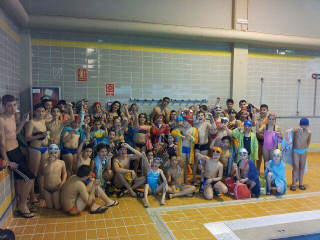 120 alumnos de los Juegos deportivos de natación comparten una jornada de convivencia con padres y monitores