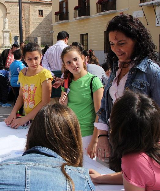 Escolares motrileños celebran el Día mundial del patrimonio dibujando tres de los edificios emblemáticos de la ciudad