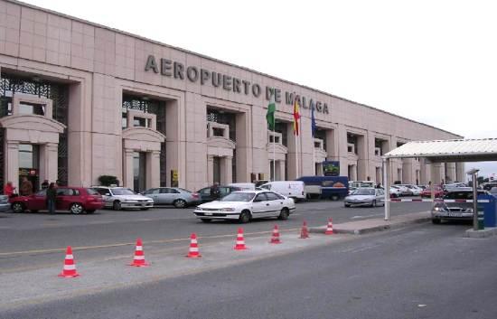 El Ayuntamiento de Almuñécar respalda a los taxistas para que puedan recoger clientes en los  aeropuertos y estación del AVE