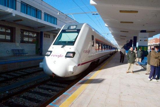 El Manifiesto en Defensa del Ferrocarril  Motril-Jaén y Guadix-Almendricos