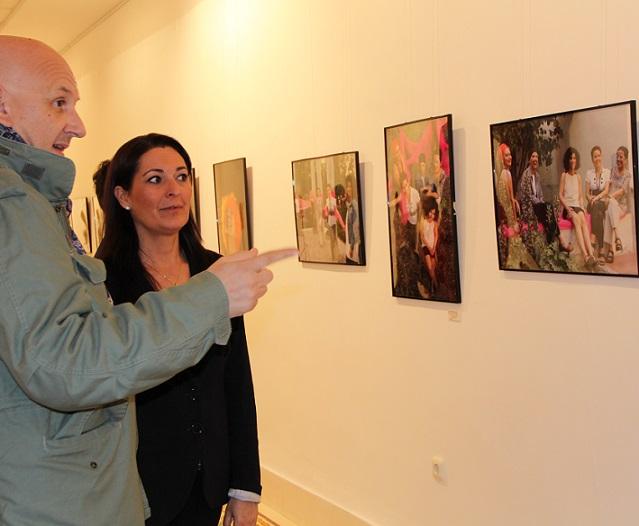 Llega a Motril 'Vivencias', un mensaje en forma de arte para animar a vencer el cáncer de mama