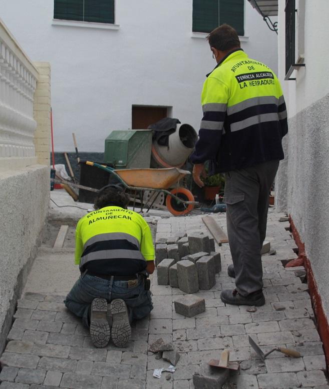 El Ayuntamiento viene eliminando las barreras arquitectónicas del casco antiguo herradureño