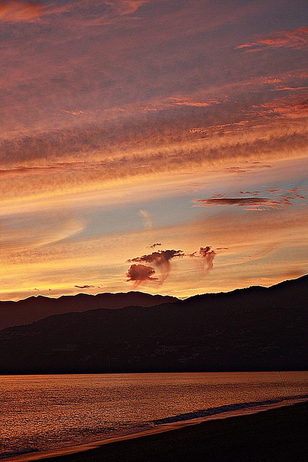 La puesta de sol de hoy viernes en la Costa Tropical de Granada