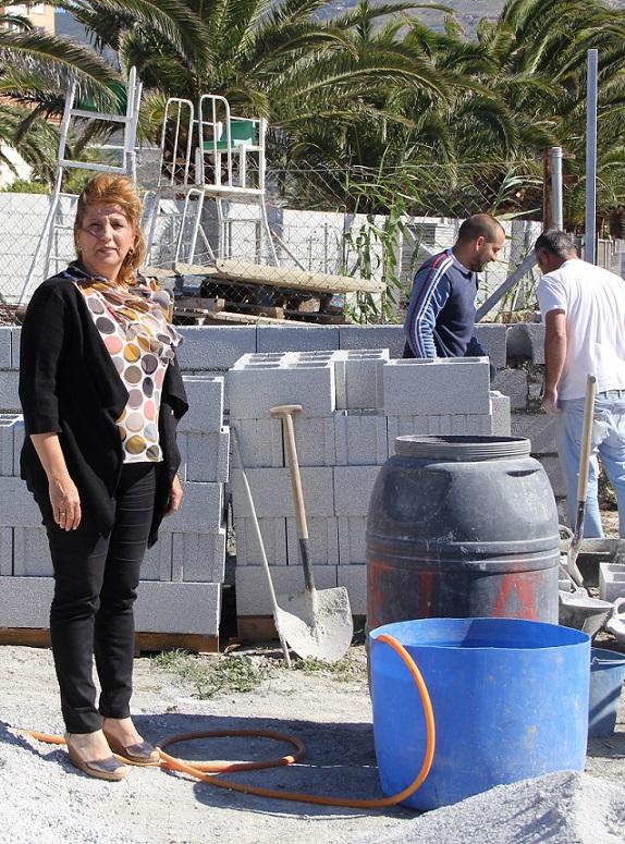 La construcción de un muro alrededor de la base de Protección Civil en Carchuna soluciona un problema histórico de los vecinos