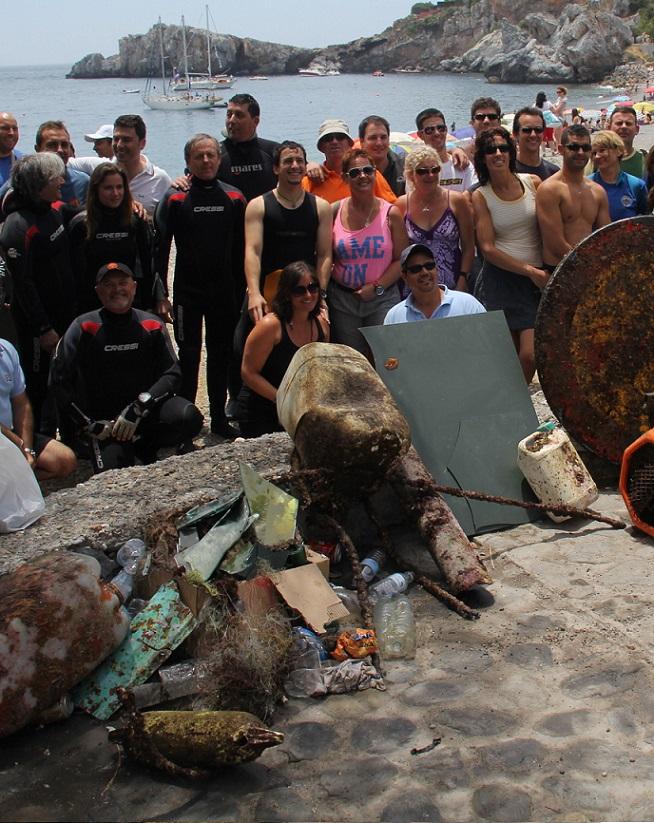 El Consistorio sexitano   y AUAS preparan la limpieza de los fondos marinos de la playa de La Herradura