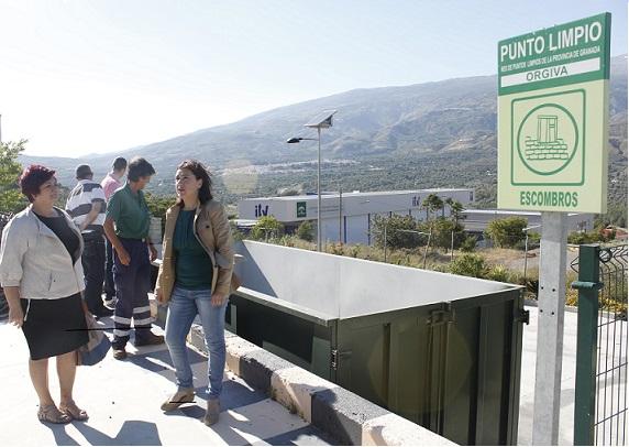 La delegada Territorial de Agricultura y Medio Ambiente visita el Punto Limpio de Órgiva tras tres años de funcionamiento