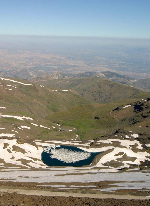 Sierra Nevada abre este sábado sus instalaciones  de verano con remontes hasta los 3.000 metros