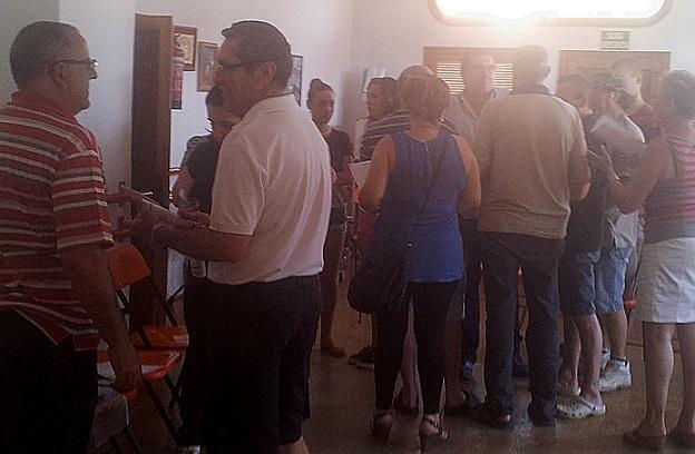 Izquierda Unida Almuñécar se reúne con los comerciantes del mercado municipal