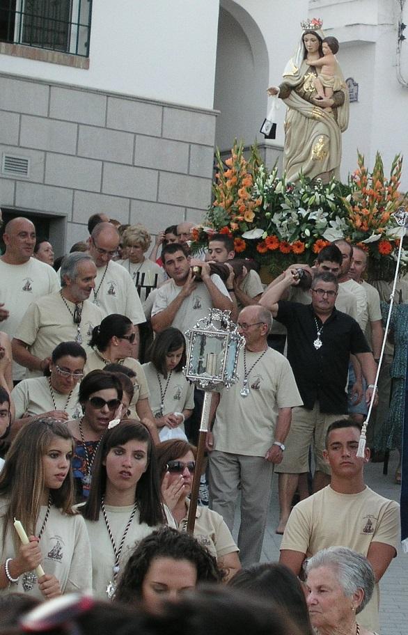 LA PROCESIÓN MARÍTIMO-TERRESTRE PONE FIN A LAS FIESTAS DE LA CALETA DE SALOBREÑA EN HONOR A LA VIRGEN DEL CARMEN