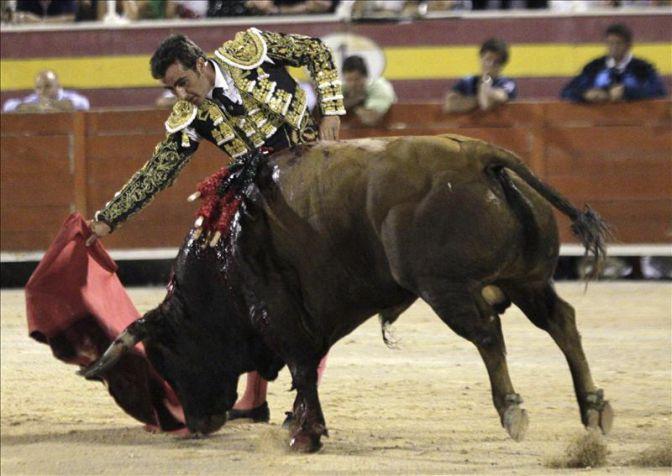 El Cordobés y El Fandi tres y dos orejas en la corrida celebrada en la plaza de toros de Motril