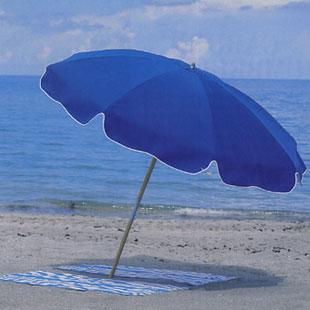 El ayuntamiento de Salobreña confisca las sombrillas de playa que guardan el sitio a los dueños