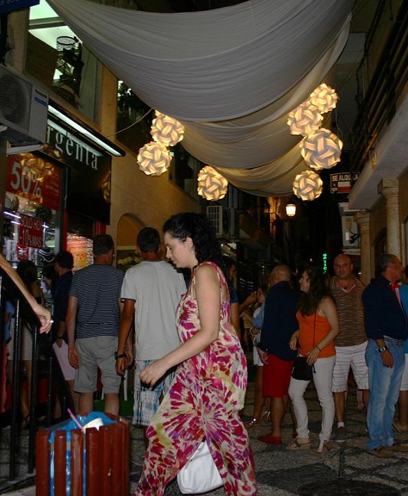 La Shopping Night se asienta como un clásico del verano almuñequero