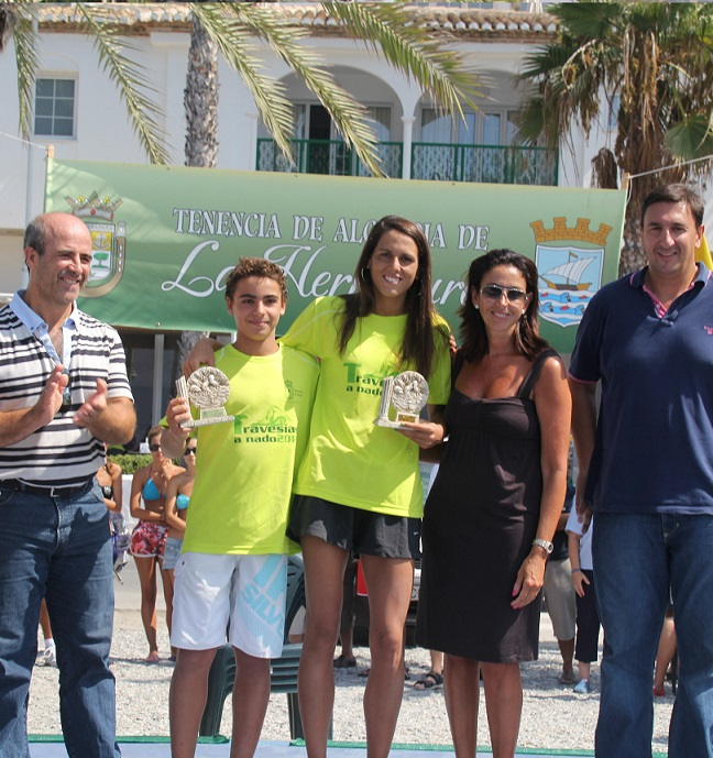 Este domingo se celebra la XXIV Travesía a nado de la bahía de La Herradura