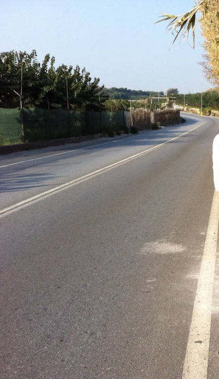 El Ayuntamiento de Motril procederá esta semana a la limpieza de la cuneta del Camino del Candelón