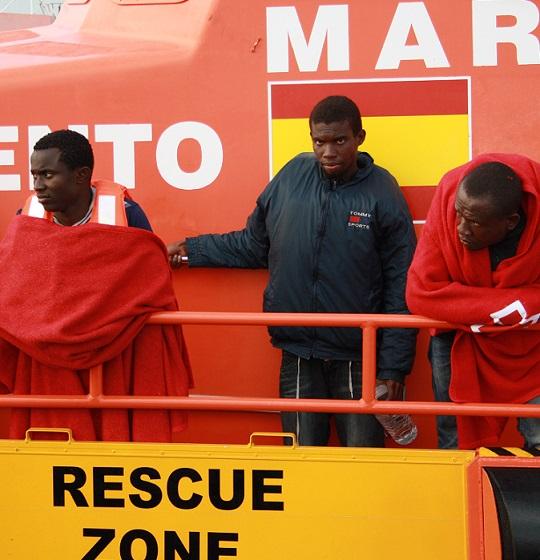 Interceptada una patera con trece inmigrantes en la costa de Granada