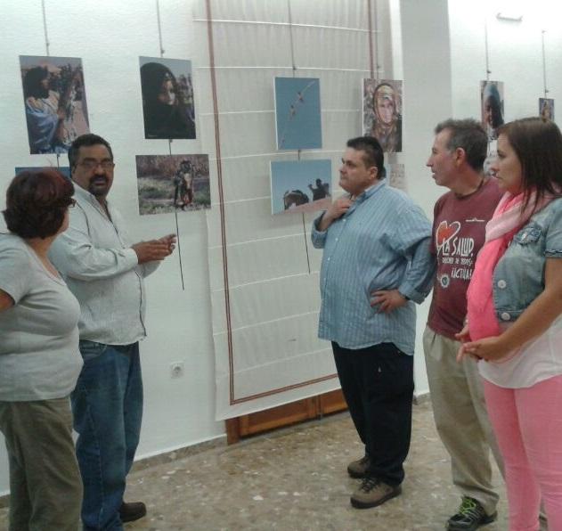 LA SALA DE EXPOSICIONES DE SALOBREÑA ACOGE UNA EXPOSICIÓN DE FOTOGRAFÍA SOBRE LOS CAMPAMENTOS DE REFUGIADOS SAHARAUIS