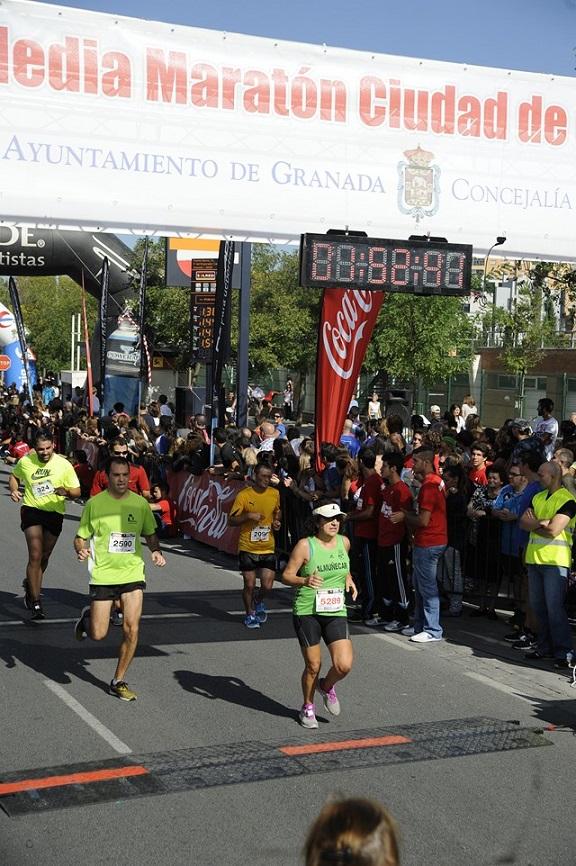 La atleta sexitana María Ángeles Almirón hizo podio en la Media Maratón de Granada