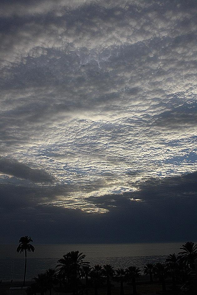 La puesta de sol del otoño en la Costa Tropical