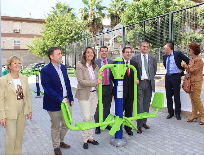 La instalación de un parque biosaludable mejora la calidad de vida de los vecinos de la Calle Ancha
