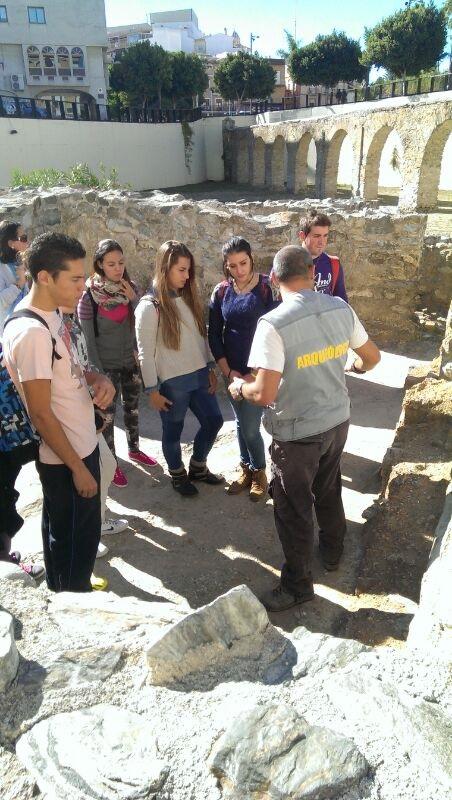 Alumnos almuñequeros de los IES Puerta del Mar y Al Andalus conocieron parte del legado romano de la ciudad