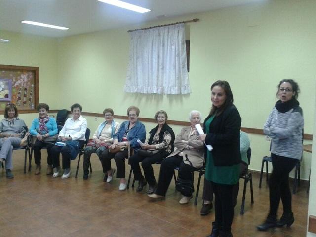 La Concejalía de Servicios Sociales pone en marcha talleres de memoria para los mayores de la Villa, Lobres y La Caleta