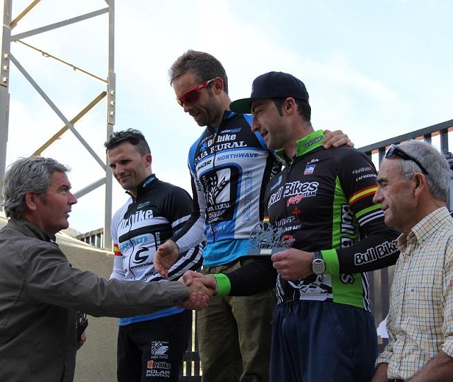 Cerca de 200 ciclistas participan en la III Maratón Bull Bikes Motril 2013