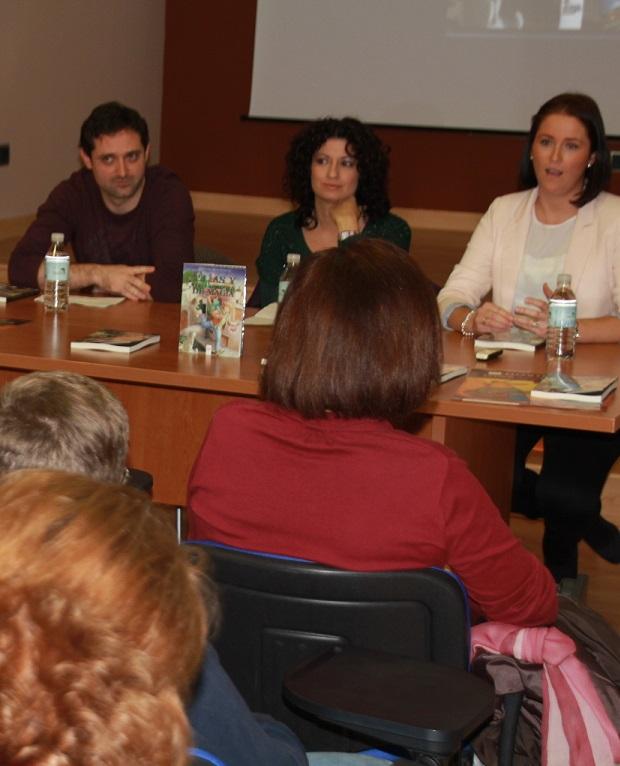 La Casa de la Juventud de Almuñécar acogió presentación de la primera obra editada de la almuñequera Cristina Monteoliva