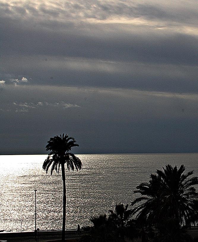 La Costa Tropical roza los 17 grados con claros y nubes