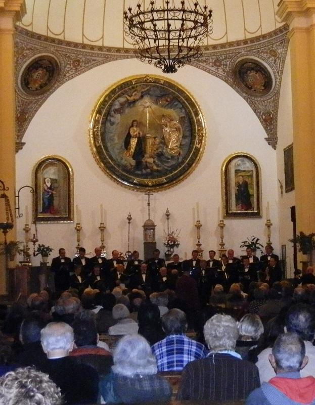 """El coro de voces graves """"Accichorus"""" dio un bello concierto sacro en la iglesia de Almuñécar"""