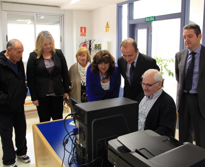 Los mayores de Varadero cuentan con nuevos equipos informáticos gracias a la colaboración de la obra Social La Caixa