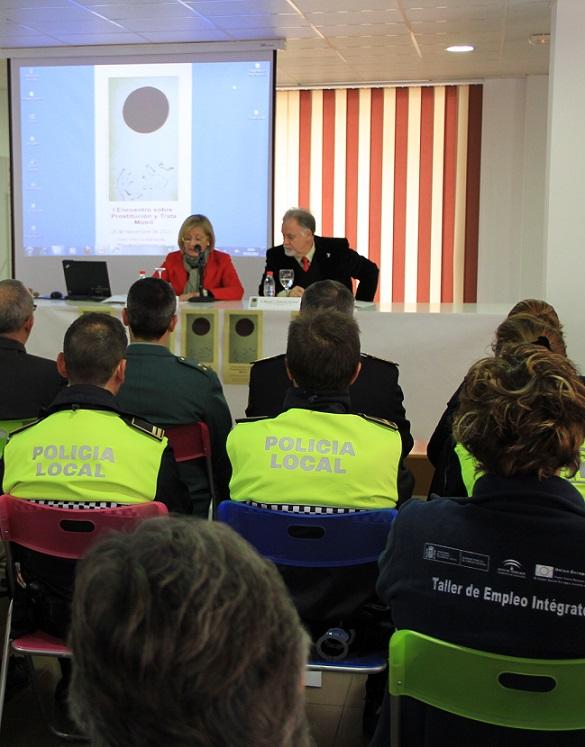 Profesionales y asociaciones aúnan esfuerzos para mejorar la atención a víctimas de prostitución y trata