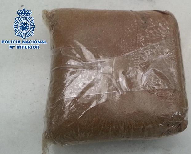 La Policía Nacional detiene a una persona en Motril que transportaba 100 gramos de marihuana en su vehículo