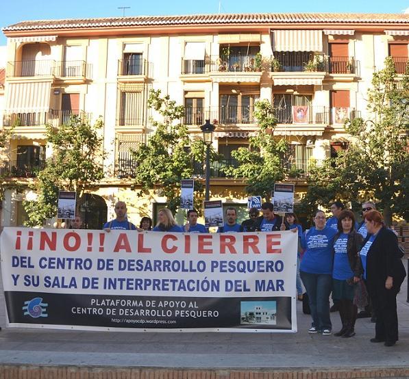 Declara improcedente los despidos de los trabajadores del Centro de Desarrollo Pesquero Motril