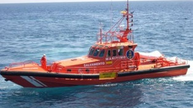 Sin resultados, Salvamento Marítimo abandona la búsqueda de la patera por falta de luz