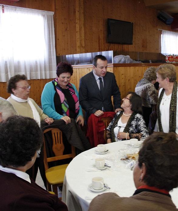 Los mayores de la Costa y La Alpujarra celebran una jornada de convivencia con ritmos navideños