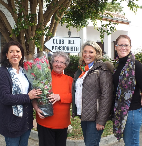 La alcaldesa de Almuñécar ha felicitado la Navidad a los mayores de la residencia de la Avenida Juan Carlos I
