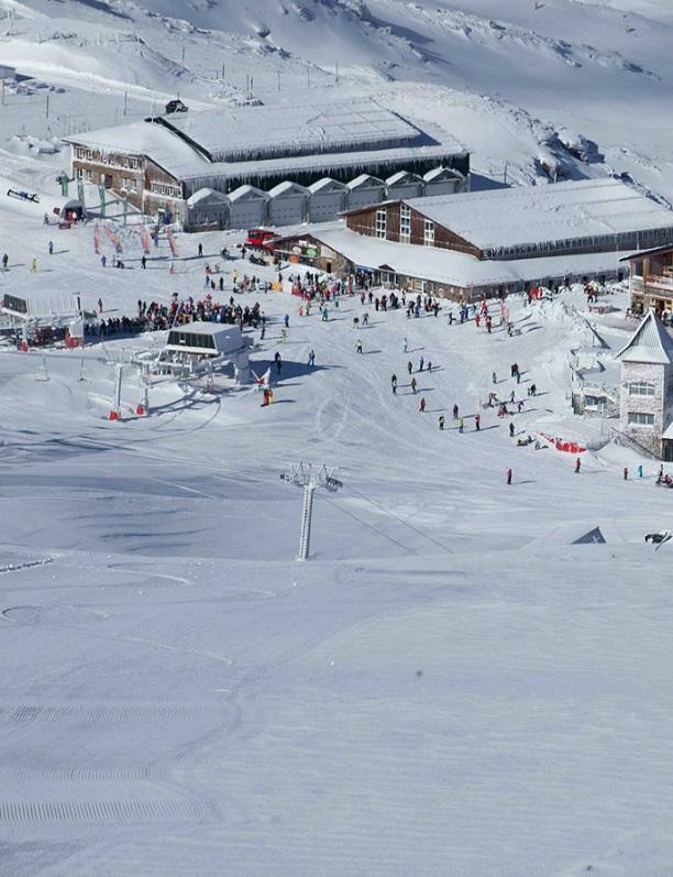 Sierra Nevada brinda para hoy viernes 33 pistas esquiables