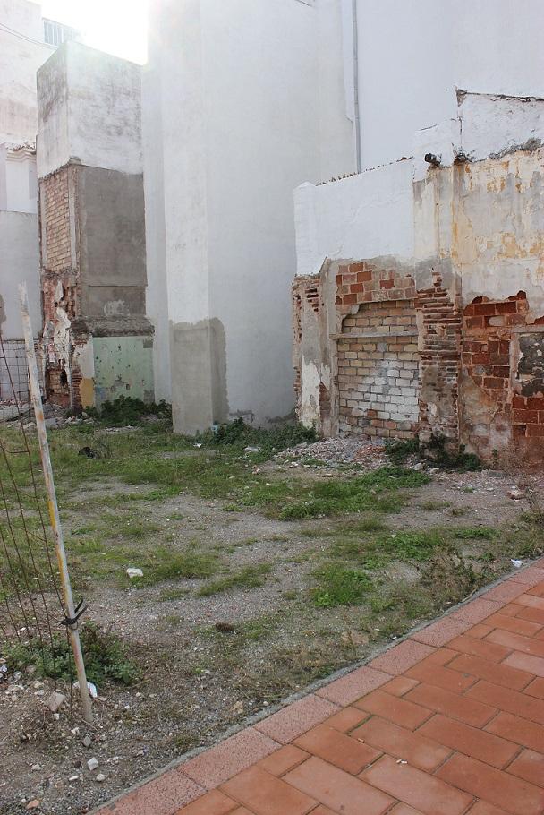 El PSOE pide la limpieza, desinfección y vallado de los solares del Varadero
