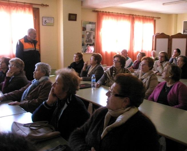 Protección Civil  de Almuñécar imparte una charla sobre las precauciones en casa