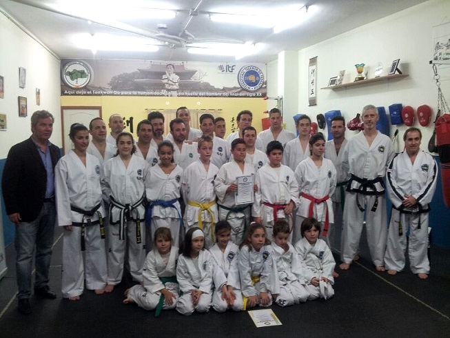 José García Fuentes visita el club taekwondo-do Motril