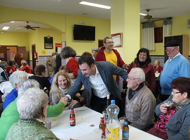 Los mayores de Salobreña celebran el día de los enamorados con una merienda