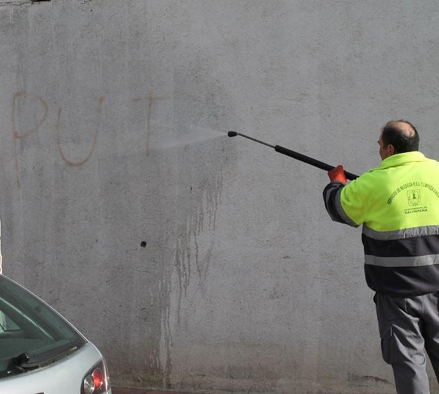 El alcalde de Salobreña apela al civismo tras una nueva ofensiva de pintadas en el municipio