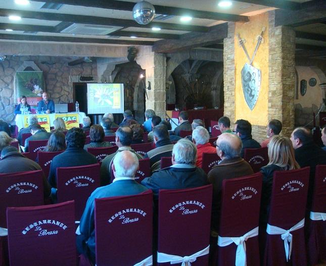 El sector apícola de COAG Granada se reúne en Vélez de Benaudalla para analizar la campaña