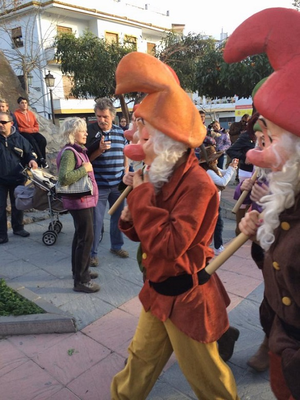 Magia y colorido impregnan a Órgiva por carnaval