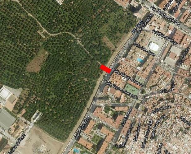 IU Almuñécar pide la construcción de un puente peatonal desde la calle Guadix hasta el Camino Real de la Sandovala