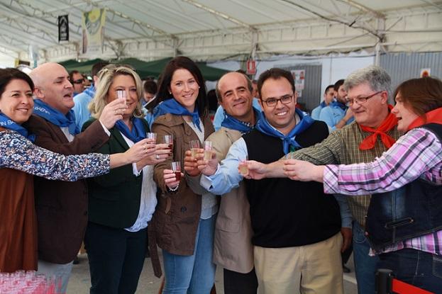La alcaldesa presidió el acto inaugural de la Feria de Día de La Herradura con el que comenzaron  sus  fiestas patronales