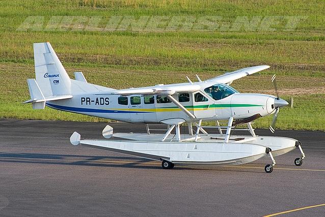 Motril y Melilla unidas con un avión que aterriza y ameriza