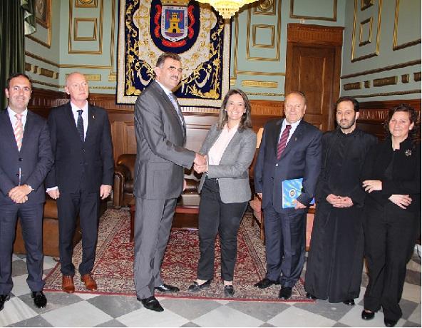 El Ayuntamiento renueva su compromiso con la comunidad rumana para facilitarle sus trámites administrativos