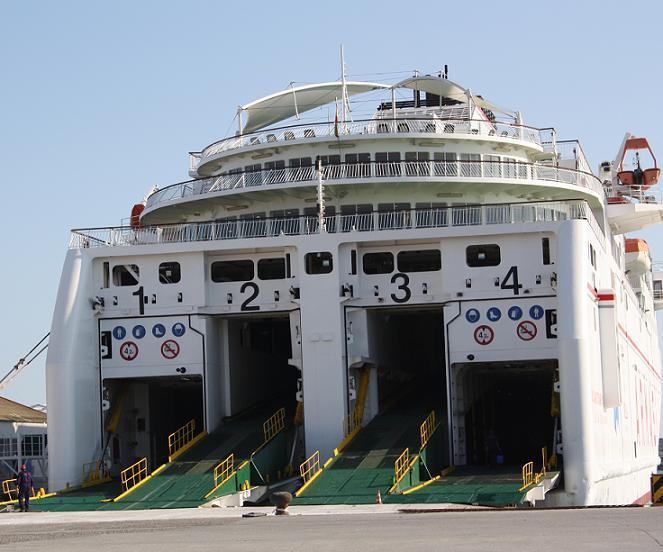 Dos pasajeras del ferry Melilla -Motril detenidas por llevar 6,5 kilos de hachís